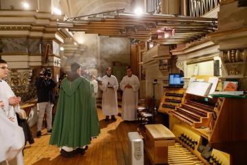 A felújított orgona megáldása